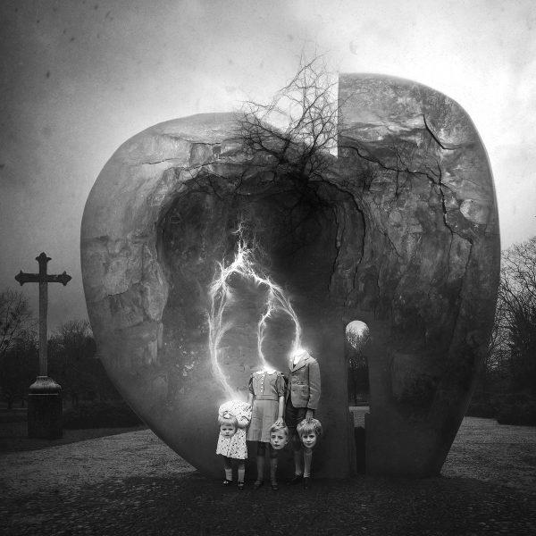 Poradnik fotografia fotomontażgrafika Łódź Bałuty, getto dla dzieci, pomnik, surrealistyczna fotografia, sztuka wizualna